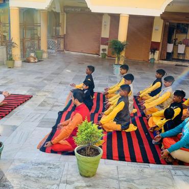 Yoga  Classes  By Pradeep Yogi  Internationally certified yoga guru